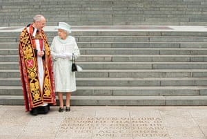 Service Of Thanksgiving: The Queen views an inscription at the foot of the steps of St Paul's