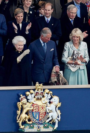Jubilee fashion: The Queen at the concert