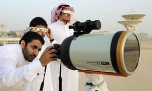 Saudi men watch the transit
