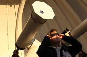 Transit Venus : A woman uses special glasses at the Vienna Urania observatory