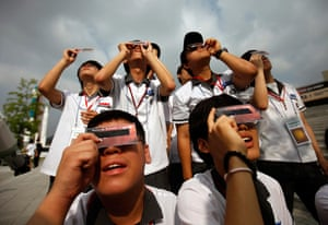 Transit Venus : South Korean middle school students using solar viewers
