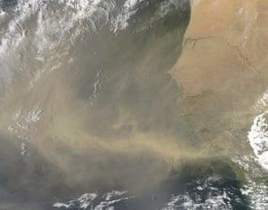 Satellie Eye on Earth: Dust from Africa was still blowing westward