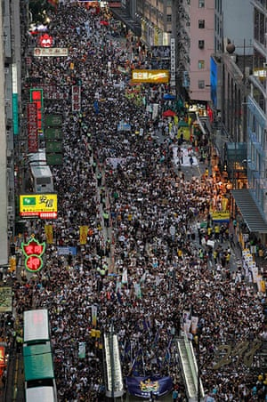 Hong Kong demonstrations: Tens of thousands of Hong Kong residents march