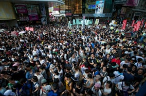 Hong Kong demonstrations: Thousands of protesters chant slogans against Leung Chun-ying