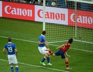 sport6: Spanish midfielder David Silva (R) score