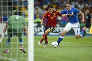 sport6: Spanish midfielder Cesc Fabregas (L) vie