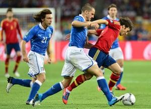 sport11: Italian defender Giorgio Chiellini (C) v
