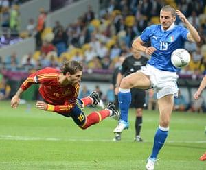 sport14: Spanish defender Sergio Ramos (L) heads
