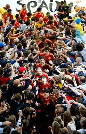 sport22: Spain's team players