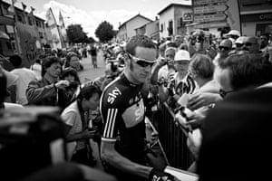 Wiggins: Bradley Wiggins signs autographs for the fans