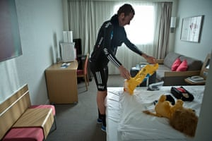 Wiggins: Wiggins prepares in his hotel room