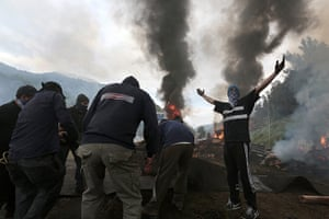Longer view miners: Spanish miners burn tyres in a roadblock in Caborana