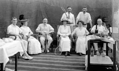Couples ready to play tennis in India in the 19th century