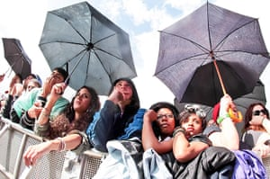 Wet festivals update: Fans in the rain at Wireless Festival at Hyde Park