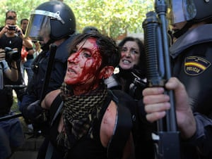 MIners reach Madrid: A woman is arrested by riot police in Madrid
