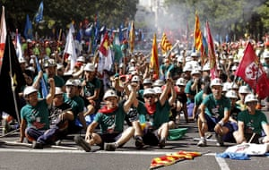 Miners reach Madrid: Coal miners shout slogans against Government's cuts to subsidies