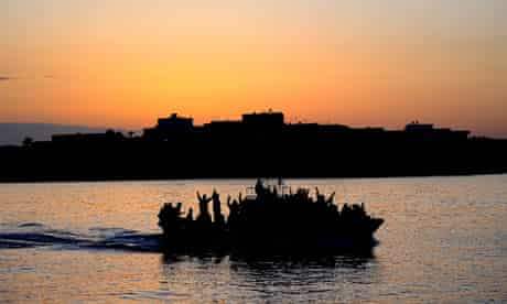 Migrant boat enters Lampedusa