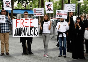 Iran reporters: Activists from RSF demonstrate