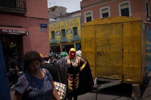 Lucha Libre, Mexico: Lucha Libre wrestler poses for fans as he walks towards a makeshift ring
