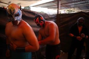 Lucha Libre, Mexico: Lucha Libre wrestler Gato Salvaje gets ready for his performance