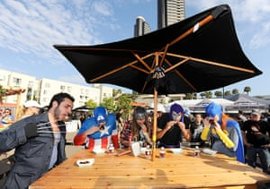 Comic-con: A superhero panel judges a competitive rib-off at aCross-Country Cookout