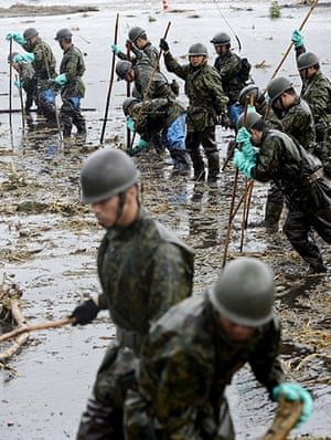 Floods in Japan: Ground Self-Defense Force personnel search for missing people in Takeda