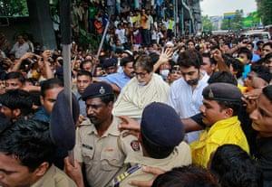 Rajesh Khanna funeral: Bollywood actors Amitabh Bachchan and his son Abhishek Bachchan