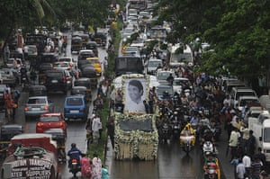 Rajesh Khanna funeral: A truck carrying remains of Rajesh Khanna makes its way to the crematorium