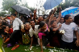 Rajesh Khanna funeral: Fans react during the funeral