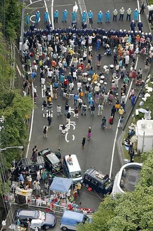 Japan nuclear protests: People protesting the restart of Ohi nuclear power plant