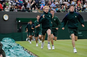 Wimbo Day 7 part 2: Covers are out on Court 1 at Wimbledon 2012