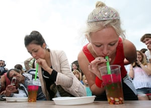 Hipster Olympics: Contestants compete suck candy out of bubble tea