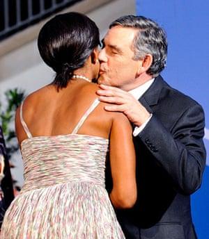 Politicians kiss: Michelle Obama and Gordon Brown, 2009