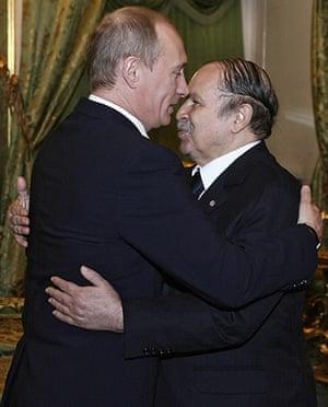 Politicians kiss: Vladimir Putin and Abdelaziz Bouteflika, February 2008
