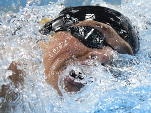 Ryan Lochte powers through the water in the men's 400m individual medley final
