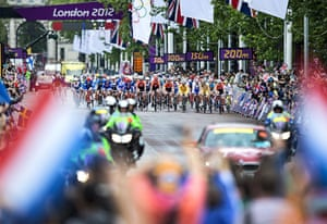 Women's road race: Cyclists at the start of the race on the Mall