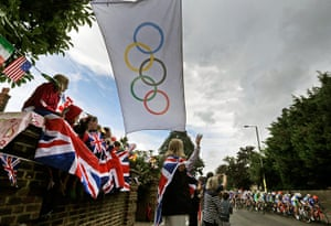 Women's road race: Fans cheer as cyclists ride past along the roads of Twickenham