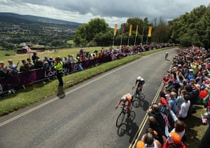 Women's cycling: Marianne Vos of Netherlands leads Elizabeth Armitstead of Great Britain
