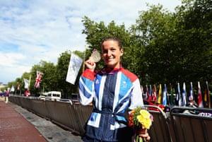 Women's road race: Elizabeth Armitstead shows off her silver medal