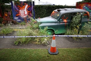 Hampton Court flower show: A London taxi, overgrown with flowers forms part of 'Riot of Colour' garden