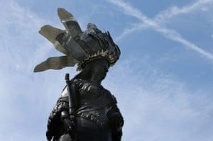Hatwalk gallery: Queen Victoria's statue