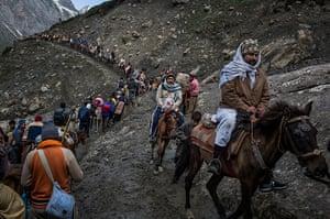 FTA: Daniel Berehulak: Hindu pilgrims, assisted by Kashmiri guides, make their pilgrimage