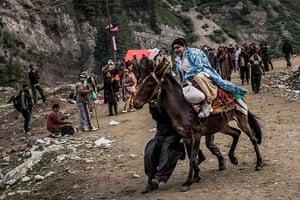 FTA: Daniel Berehulak: A Hindu pilgrim screams as her horse bolts