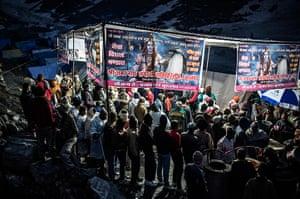 FTA: Daniel Berehulak: Hindu pilgrims line up for a meal at a Lungar facility providing food