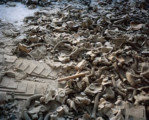 Prix Pictet Power : Gas masks scattered on the floor