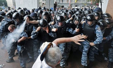 Clash in Kiev over Ukraine language law