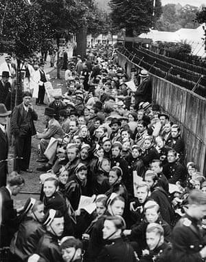 1936: Queues at Wimbledon