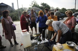 Russia Floods: Victims of the flood talk together and charge their phones in Krymsk