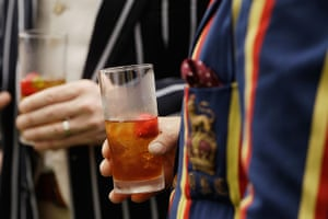 Chap Olympiad 2012: Spectators drink Pimms