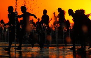24 hours: Arganda del Rey, Spain: People run at the Red Hot Chili Peppers concert